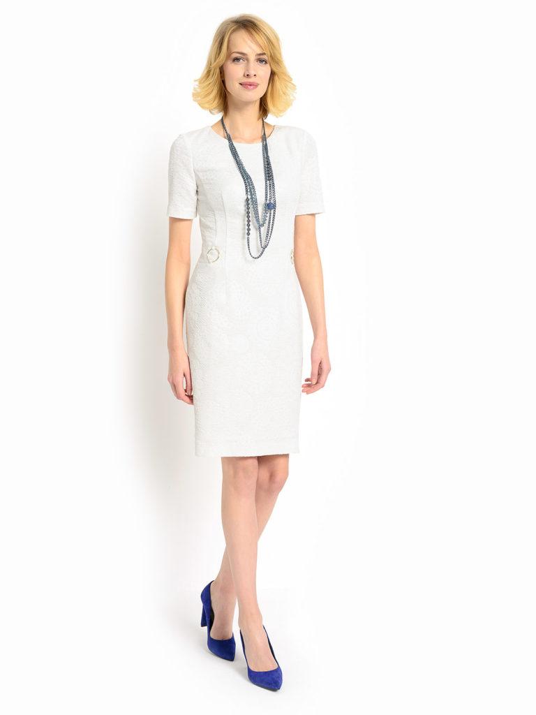 Sukienki na komunię dziecka – modne propozycje dla kobiet w każdym wieku