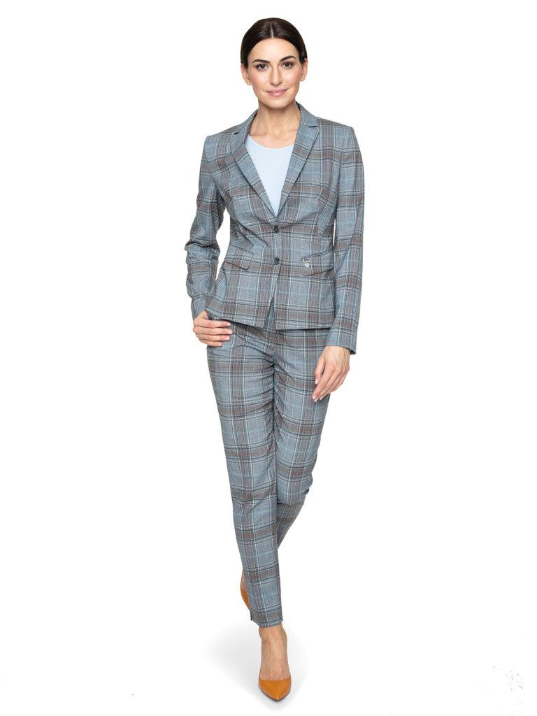 Kolorowe garnitury –  5 porad jak je nosić