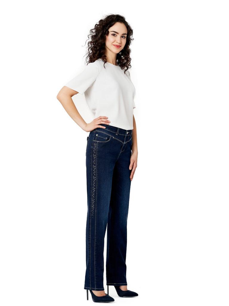 Ponadczasowy jeans. Jak wykorzystać go w stylizacjach?